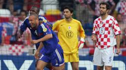 Igor Tudor. Adalah pencetak gol bunuh diri ke-4 sepanjang sejarah Euro. Saat itu Kroasia berhadapan dengan Prancis di laga Grup B Euro 2004, 17 Juni 2004. Gol terjadi di menit ke-22 yang membawa keunggulan Prancis 1-0. Hasil akhir kedua tim bermain imbang 2-2. (Foto: AFP/Adrian Dennis)