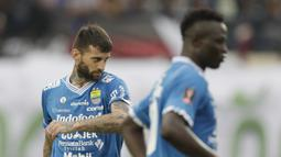 Ekspresi Bojan Malisic pada laga lanjutan Piala Presiden 2019 yang berlangsung di Stadion Jalak Harupat, Kab Bandung, Kamis (7/3). Persib Bandung kalah 2-3 kontra Persebaya Surabaya. (Bola.com/M.Iqbal Ichsan)
