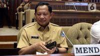Menteri Dalam Negeri (Mendagri) Tito Karnavian saat mengikuti rapat kerja dengan Komisi II DPR di Kompleks Parlemen, Jakarta, Selasa (26/11/2019). Rapat membahas pergeseran anggaran Kemendagri 2019 dan kebutuhan anggaran blangko e-KTP. (Liputan6.com/Johan Tallo)