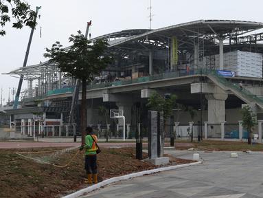 Suasana pembangunan Stasiun kereta LRT Velodrome Rawamangun, Jakarta, Selasa (17/7). LRT fase 1 rute Kelapa Gading-Velodrome Rawamangun sepanjang 5,8 kilometer ditargetkan selesai jelang pelaksanaan Asian Games 2018. (Liputan6.com/Helmi Fithriansyah)