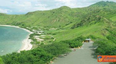 Citizen6, Timor Leste: Pantai Pasir Putih ketika diabadikan dari atas puncak Bukit Fatucama, Kristus Raja, sebelah timur Kota Dilli, merupakan objek wisata rohani populer di Timor Leste. (Pengirim: Pongky Seran)