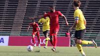 Penyerang Timnas Indonesia U-22, Marinus Wanemar, saat melawan Malaysia di Piala AFF U-22 2019 yang digelar di Olympic Stadium, Phnom Penh, Rabu (20/2/2019). (Bola.com/Zulfirdaus Harahap)
