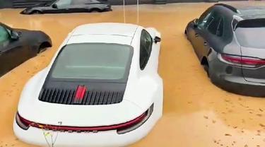 Deretan Mobil Porsche Ini Terendam Banjir (Carscoops)