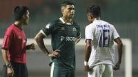 Pemain Persikabo, Ciro Alves, saat melawan Arema FC pada laga Shopee Liga 1 di Stadion Pakansari, Bogor, Senin, (2/3/2020). Persikabo takluk 0-2 dari Arema FC. (Bola.com/M Iqbal Ichsan)