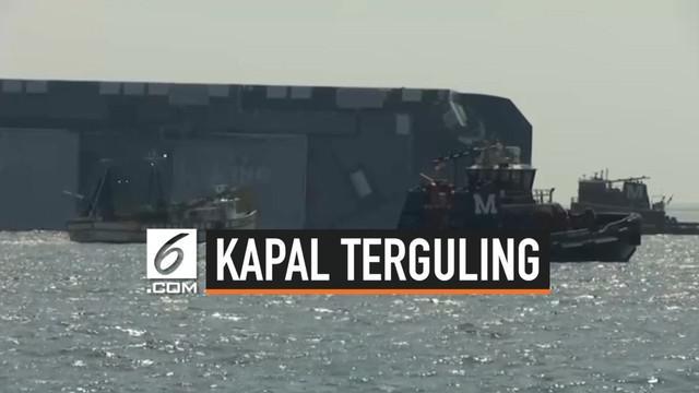 Tim penyelamat Amerika Serikat akhirnya bisa mengevakuasi seluruh awak kapal kargo raksasa yang terguling di lepas pantai negara bagian Georgia. Korban selamat setelah terjebak 35 jam.