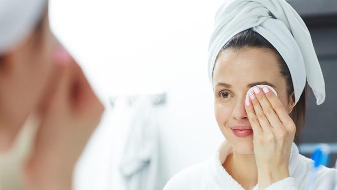 Image Cara Membersihkan Makeup Menggunakan Almond Oil