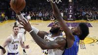 LeBron James mencoba cetak poin untuk LA Lakers saat kalah dari Orlando Magic pada lanjutan NBA  (AP Photo/Mark J. Terrill)
