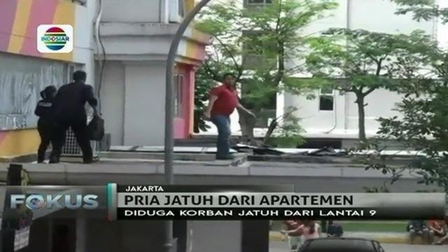 Seorang pria jatuh dari lantai 9 Apartemen Kalibata City pada Selasa (11/7) siang, penghuni heboh.
