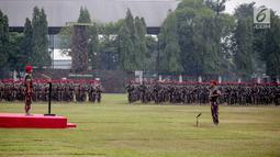 Panglima TNI Marsekal Hadi Tjahjanto saat memimpin upacara peringatan HUT ke-67 Kopassus di Markas Kopassus, Cijantung, Jakarta, Rabu (24/4). Pasukan Kopassus adalah prajurit pilihan. Prajurit yang ditempa dengan berbagai latihan, tantangan, dan medan pertempuran. (Liputan6.com/Faizal Fanani)