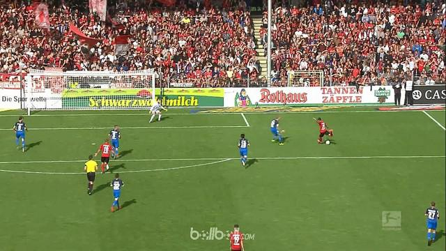Berita video highlights Bundesliga 2017-2018 antara Freiburg melawan Hoffenheim dengan skor 3-2. This video presented by BallBall.