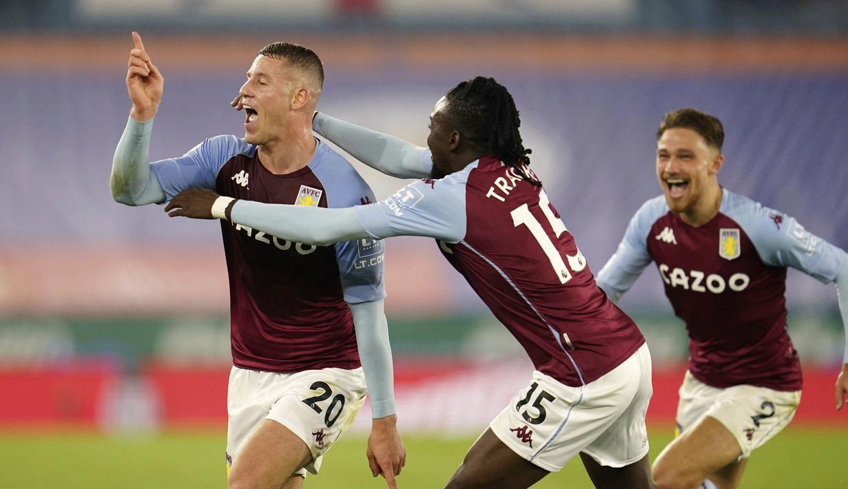 Pemain Aston Villa, Ross Barkley, melakukan selebrasi usai mencetak gol ke gawang Leicester City pada laga Liga Inggris di Stadion King Power, Senin (19/10/2020). Aston Villa menang dengan skor 1-0. (Jon Super, Pool via AP)