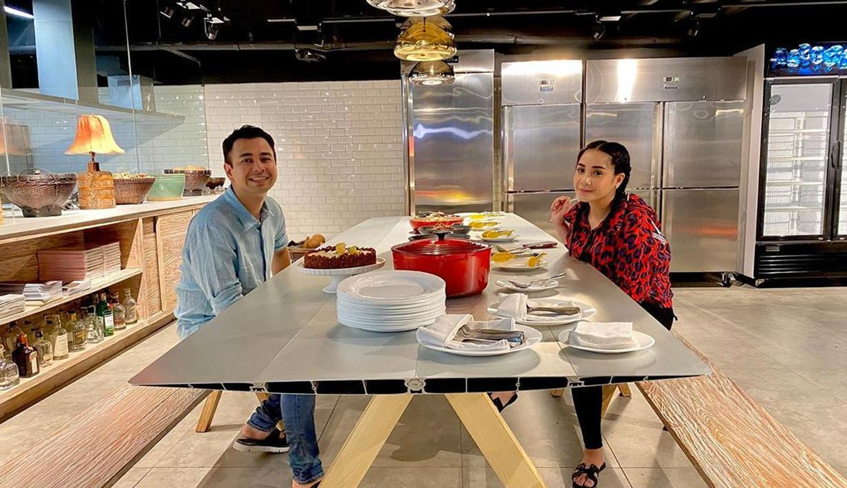 Raffi Ahmad dan Nagita Slavina memang kehidupannya selalu menjadi sorotan publik. Di awal masa pernikahannya, kabar miring memang kerap menghampiri mereka. Namun demi buah hati, keduanya berhasil mempertahankan hingga sekarang. (Instagram/raffinagita1717)