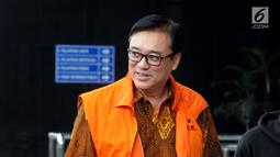 Direktur Operasional Lippo Group Billy Sindoro tiba di Gedung KPK, Jakarta, Jumat (30/11). Billy datang dengan mengenakan rompi tahanan berwarna oranye. (Merdeka.com/Dwi Narwoko)