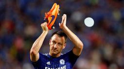 Kapten Chelsea John Terry dinilai cocok karena kepemimpinannya. John Terry saat tampil bersama timnya di Stadion Nasional Rajamangala, Bangkok, Thailand, (30/5/2015) (EPA/Rungroj Yongrit)