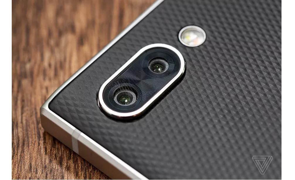 Kamera ganda BlackBerry Key2 (Foto: The Verge/ Amelia Holowaty Krales)