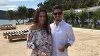 Dua kali juara dunia MotoGP, Casey Stoner (kanan), mengumumkan sang istri Adriana telah melahirkan putri kedua di Australia, Jumat (6/10/2017). (Bola.com/Twitter/adri_stoner)