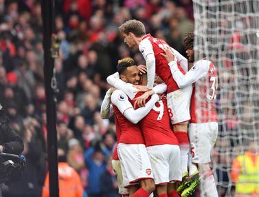 Aubameyang Dua Gol, Arsenal Menang Telak atas Stoke City