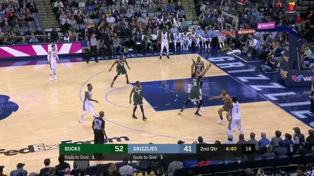 Berita video game recap NBA 2017-2018 antara Milwaukee Bucks melawan Memphis Grizzlies dengan skor 121-103.