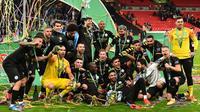 Manchester City menang 2-1 atas Aston Villa pada laga final Piala Liga Inggris di Stadion Wembley, Minggu (1/3/2020). Hasil itu membuat City berhak atas trofi juara Piala Liga. (AFP/Glyn Kirk)