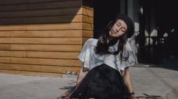 Keisya Levronka adalah salah satu kontestan Indonesian Idol yang masih muda, ia berusia 16 tahun. Tak hanya bersuara merdu, Keisya juga  berparas cantik nan lucu.(Liputan6.com/IG/@keisyalevronka)