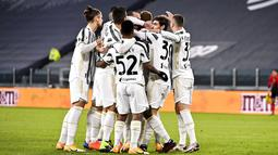 Pemain Juventus Dejan Kulusevski merayakan golnya ke gawang Genoa pada pertandingan babak 16 besar Coppa Italia di Allianz Stadium, Turin, Italia, Rabu (13/1/2021). Juventus melaju ke perempat final usai menaklukkan Genoa 3-2. (Marco Alpozzi/LaPresse via AP)