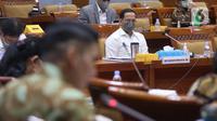 Mendikbudristek Nadiem Makarim mengikuti rapat kerja dengan Komisi X DPR di Kompleks Parlemen, Jakarta, Selasa (15/6/2021). Rapat membahas Rencana Kerja Pemerintah Kementerian/Lembaga (RKP K/L) dan Rencana Kerja Anggaran Kementerian/Lembaga (RKA K/L) tahun 2022. (Liputan6.com/Angga Yuniar)