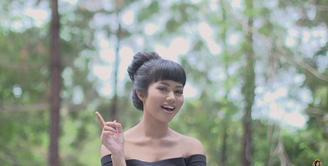 Lewat karya lagunya yang berjudul Intuisi membuat Yura Yunita berhasil memenangkan penghargaan di AMI Awards 2017.