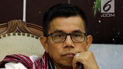 Sekertaris Jenderal Partai Demokrat Hinca Panjaitan saat menjadi pembicara dalam diskusi Dialektika Demokrasi di Gedung Nusantara III, Kommpleks Parlemen, Senayan, Jakarta, Kamis (12/7). (Liputan6.com/Johan Tallo)