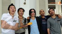 Slank meminta pada Jokowi agar memperbanyak tempat sampah. Hal itu penting karena banyaknya tempat sampah akan memudahkan orang yang akan membuang sampah (Liputan6.com/ Faisal R Syam)