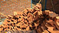 Beberapa bahan bangunan terpantau mengalami perubahan harga, di antaranya pasir, pipa PVC, kayu, dan asbes.