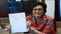 Direktur Pelaksana Bank Dunia, Sri Mulyani melaporkan surat pemberitahuan (SPT) 2013 PPh Orang Pribadi di Kantor Pusat Ditjen Pajak.