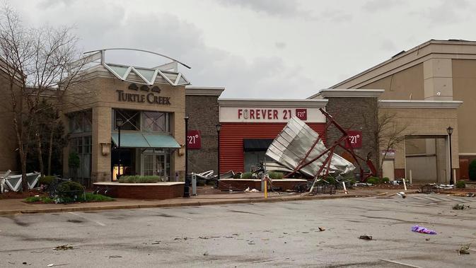 Terjangan tornado di Jonesboro, Arkansas. Dok: Facebook Jonesboro Police Department.