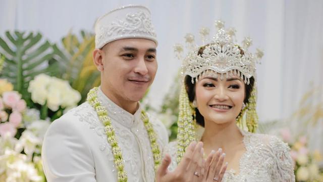 Siti Badriah Dan Daftar Pesohor Cantik Yang Pakai Siger Saat