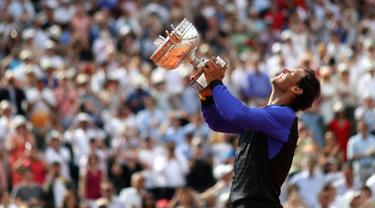 Petenis Spanyol, Rafael Nadal, menjuarai Prancis Terbuka 2017. Capaian itu membawanya ke ATP World Tour Finals.