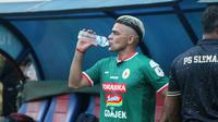Cristian Gonzales senangs setelah mencetak gol debut di PSS Sleman pada Kamis (26/4/2018). (Bola.com/Ronald Seger)