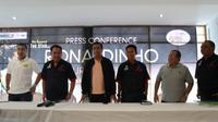 Ketua Umum BASRI, Eddy Sofyan (kedua dari kiri) saat memberi keterangan soal Ronaldinho (Liputan6.com/Defri Saefullah)