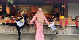 Risty Tagor dan anak (Instagram/ristytagor)