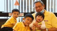 SBY bersama cucu (sumber: instagram/@aniyudhoyono)