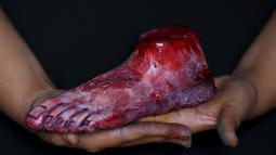 Permen berbentul kaki yang berdarah ini nantinya akan dkonsumsi untuk merayakan Hallowen di Meksiko, Jumat (30/10/2015). Harga untuk kemasan permen dengan berisi kaki, mata, telinga dan hidung dijual dengan harga Rp.700.000-an. (REUTERS/Carlos Jasso)