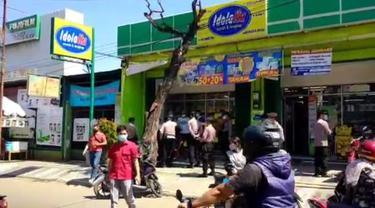 Toko Kosmetik Hingga Pabrik Kelabui Petugas Saat PPKM Darurat di Cirebon