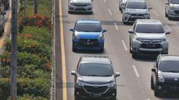 Kendaraan melintasi jalan tol dalam kota di Jalan Gatot Subroto, Jakarta, Rabu (18/9/2019). Kepala BPRD DKI Jakarta Faisal Syafruddin mengatakan, sekitar 2,2 juta kendaraan bermotor di Jakarta menunggak pajak dengan nilai tunggakan pajak mencapai Rp 2,4 triliun. (Liputan6.com/Herman Zakharia)
