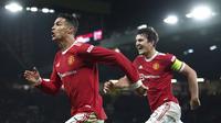 Penyerang Manchester United, Cristiano Ronaldo berselebrasi usai mencetak gol ke gawang Atalanta pada pertandingan lanjutan Grup F Liga Champions di Old Trafford, Inggris, Kamis (21/10/2021). MU menang tipis atas Atalanta 3-2. (Martin Rickett/PA melalui AP)