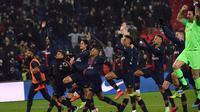 Para pemain Paris Saint-Germain (PSG) merayakan kemenangan 9-0 atas Guingamp pada laga Ligue 1 di Parc des Princes, Paris, Sabtu (20/1/2019). (AFP/Anne-Christine Poujoulat)