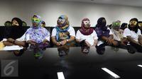 Sejumlah korban dihadirkan saat konferensi pers mengenai pengungkapan kasus tindak pidana perdagangan orang di Bareskrim Polri, Jakarta, Rabu (17/5). Kepolisian menangkap sembilan tersangka tindak pidana perdagangan orang. (Liputan6.com/Faizal Fanani)