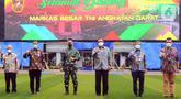 Dirut PT Bank Tabungan Negara (Persero) Tbk. Haru Koesmahargyo (ketiga kanan), Kepala Staf TNI Angkatan Darat Andika Perkasa (ketiga kiri) foto bersama usai penandatanganan Perjanjian Kerja Sama Tabungan Wajib Perumahan Angkatan Darat di Mabes AD, Jakarta Jumat (16/4/2021). (Liputan6.com/Pool/BTN)