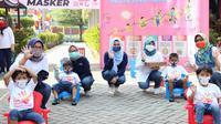 Kementerian Kesehatan membagikan 1.431 masker kepada balita beserta pengasuhnya dan lansia serta pendampingnya di Panti Sosial Asuhan Anak Balita Tunas Bangsa dan Panti Sosial Tresna Werdha Budi Mulia, Cipayung, Jakarta Timur pada Minggu, 30 Agustus 2020. (Dok Kementerian Kesehatan RI)