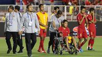 Gelandang Timnas Indonesia U-22, Evan Dimas, tampak kecewa usai dikalahkan Vietnam U-22 pada laga final SEA Games 2019 di Stadion Rizal Memorial, Manila, Selasa (10/12). Indonesia kalah 0-3 dari Vietnam. (Bola.com/M Iqbal Ichsan)