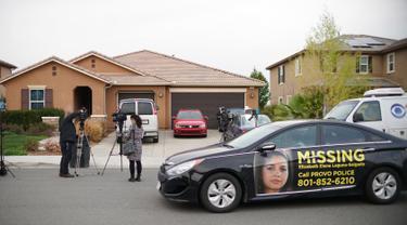 Sebuah rumah dimana 13 anak ditemukan dalam keadaan kurang gizi dan dirantai oleh sepasang suami istri di Perris, California, Senin (15/1). Kasus ini terungkap setelah salah satu anak berusia 17 tahun berhasil kabur. (Sandy Huffaker/Getty Images/AFP)