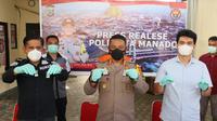 Laloly didampingi Kasatresnarkoba Kompol Temmy Toni dan Kasubbag Humas Iptu Yusak Parinding saat jumpa pers di Mapolresta Manado, Rabu (3/2/2021).