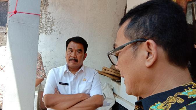 Plh Kota Bandung Dadang Supriatna meninjau langsung rumah Pak Eko, Selasa (18/9/2018)